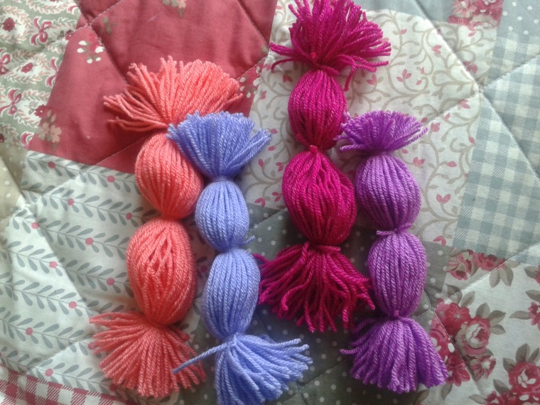 making several pompoms all at once