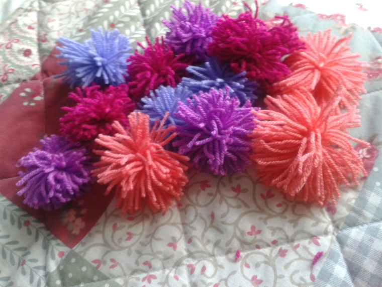 26 minutes later... 12 little pompoms made