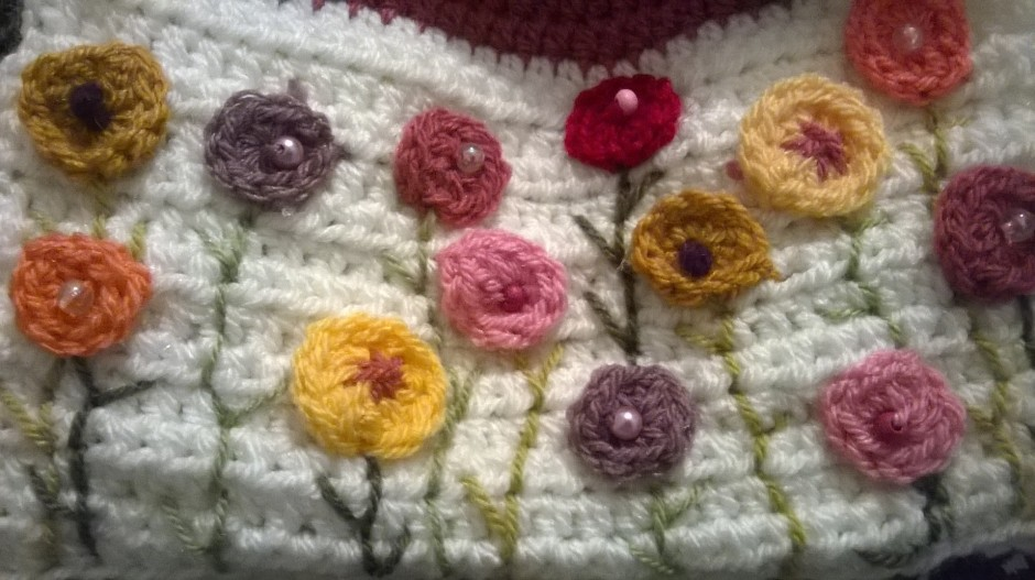 dotty little crochet flowers